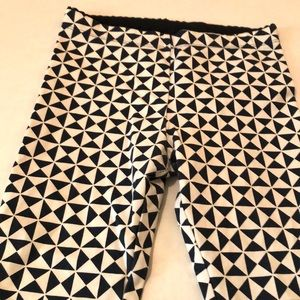TEA COLLECTION NWOT GIRLS CAPRI SIZE 7